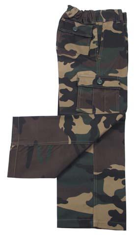 kalhoty dětské woodland dětské maskáčové kalhoty šíté podle vzoru amerických BDU kalhot poklopec na zip aknoflík zesílené kolena dvě přední všité kapsy pro ruce dvě velké boční kapsy sklopou se zapínánim na knoflíky dvě zadní kapsy sklopou azapínáním na knoflíky stahovací pásky vpase poutka pro opasek 3cm stahovací nohavice pomocí kalounu materiál: 65%polyester