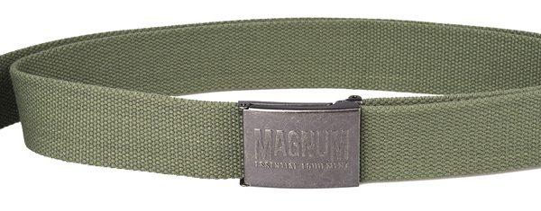 opasek Magnum Essential oliva Opasek MAGNUM Essential -oliva Zelený pásek Magnum Kovová přezka svystouplým logem Přezka obsahuje vzadní části po rozepnutí pásku otvírák na lahve Délka: 130cm Šířka: 3