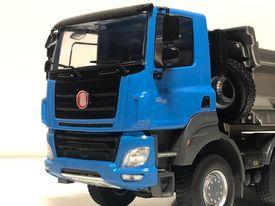 model TATRA Phoenix 2020 modrá/šedá     sběratelský model vozidla TATRA Phoenix 2020    měřítko: 1:43    materiál: kov/plast    model je dodáván vplastové vitríně    barva: modrá/šedá    výrobce: FOXtoys