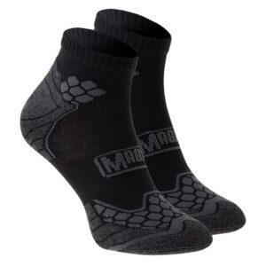 ponožky Magnum Bersor     neškrtící lem    zesílená část na patě ašpičce    zesílená komfortní část voblasti kotníku    odlehčená část na nártu aguma uprostřed chodidla zabraňující klouzání ponožky znohy    41% bambus